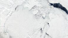 Tak pęka lód w olbrzymiej zatoce