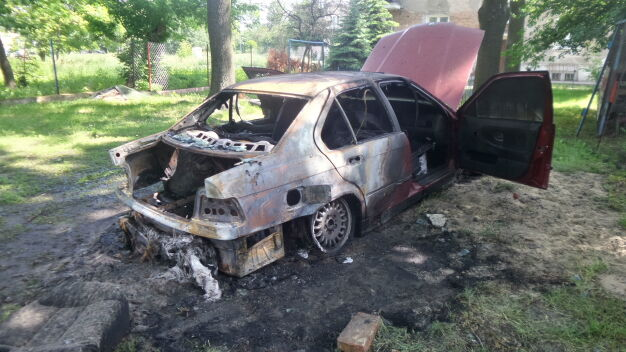 Auto w ogniu w pobliżu Dworca Wschodniego