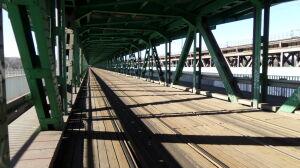 Znikną deski z mostu Gdańskiego? Tramwajarze zlecili ekspertyzę