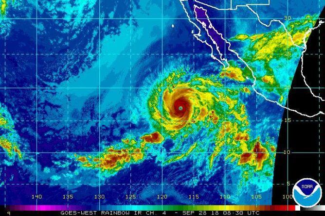 Rosa jest już huraganem czwartej kategorii. Zdjęcie zrobione w podczerwieni (NOAA)