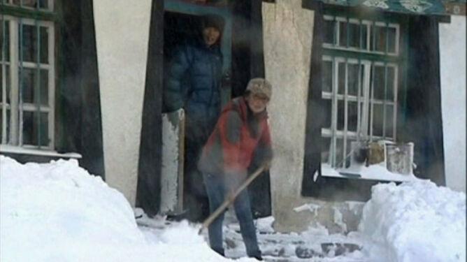 Śnieżyce uwięziły Tybetańczyków. Zasypane wejścia do budynków, chaos na drogach
