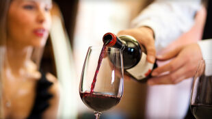 Zamiast siłowni lampka wina? Tajemnica resweratrolu