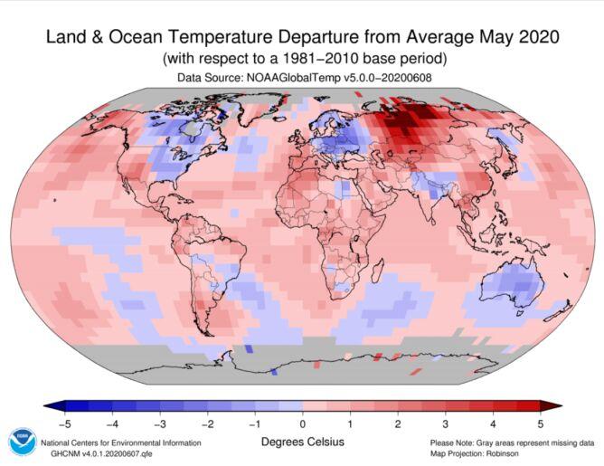 Odchylenie średniej temperatury lądu i oceanów w maju 2020 od normy z lat 1981-2011 (NOAA)